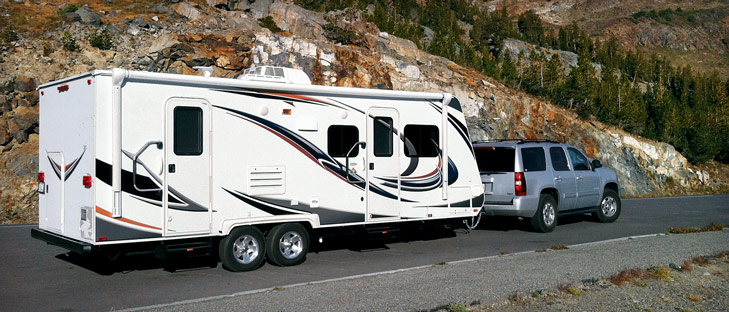 truck camper vs travel trailer