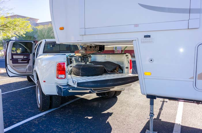 Fifth Wheel Truck Bumper : What are the differences between gooseneck vs th wheel