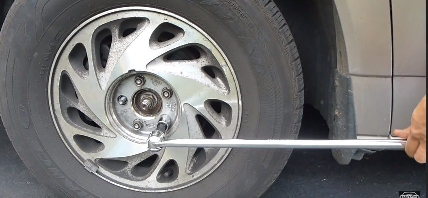 Changing travel trailer tires 1