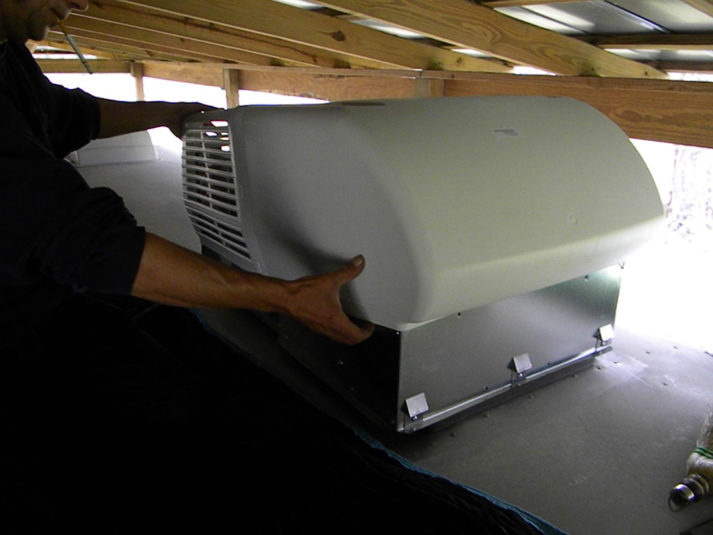 5000 BTU RV roof air conditioner 3